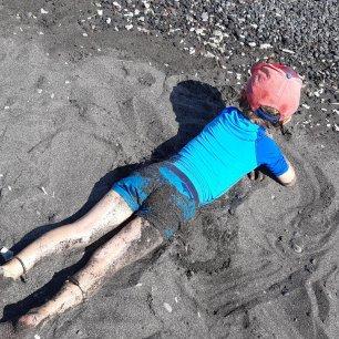 j'adore aussi me coucher dans le sable chaud