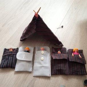 Des bouts de chemises recyclés en lits pour les playmobyls
